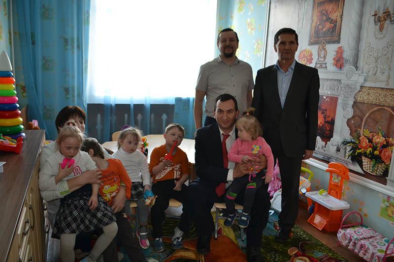 Благотворительный фонд «Эра добра» и Пензенское региональное отделение партии «Единая Россия» провели акцию для воспитанников Мокшанского детского дома-интерната для умственно- отсталых детей.