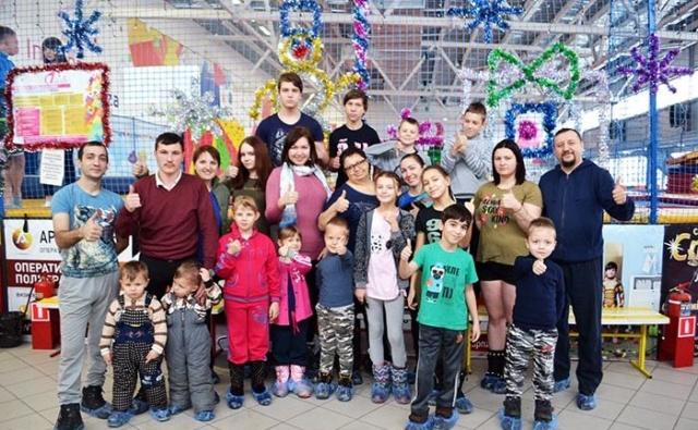 Благотворительный фонд «Эра добра» и Батутный парк «Седьмое небо» провели благотворительную акцию для многодетных и малообеспеченных семей