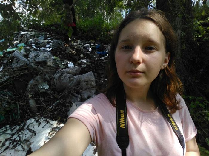 Молодежные активисты Благотворительного фонда «Эра добра» в рамках работы экологического движения «Зелёная волна» провели экологический рейд в селе Бессоновка.