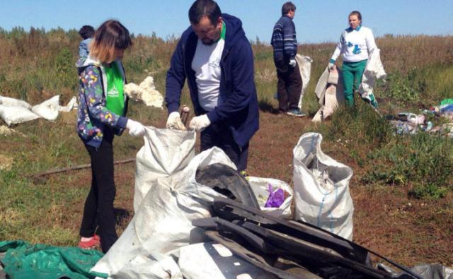 Активисты Благотворительного фонда «Эра добра» провели экологическую акцию в Бессоновке