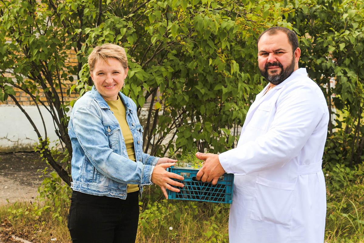 Пензенский дом ночного пребывания и Благотворительный фонд «Эра добра» провели акцию по озеленению территории учреждения и оказанию помощи опекаемым